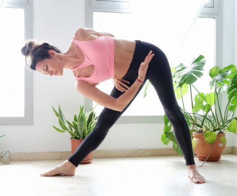 beginner yoga poses to stretch the hamstrings and